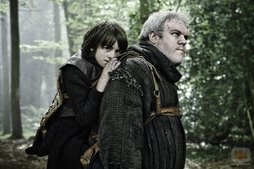 Isaac Hempstead Wright, a hombros como Bran Stark en 'Juego de tronos'