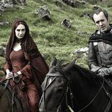 Carice van Houten y Stephen Dillane cabalgan en 'Juego de tronos'