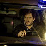 Raúl Pando dentro de un coche en 'Luna'