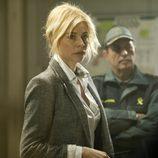 Belén Rueda junto a guardia civil en 'Luna'