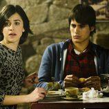 Vera y pablo desayunan en 'Luna, el misterio de Calenda'