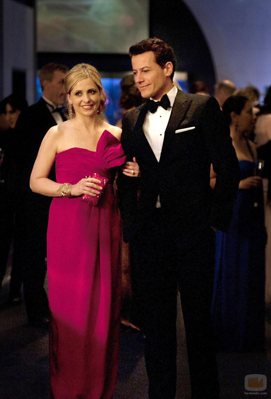 Siobhan (Bridget) y su marido Andrew acuden a una fiesta