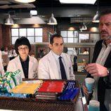 House elige una chocolatina delante de su equipo