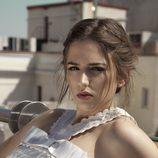 Marina Salas posa para Lanne Magazine con un vestido blanco
