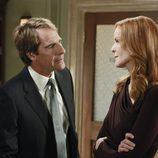 El abogado Trip Weston habla con Bree en el último capítulo de 'Mujeres desesperadas'