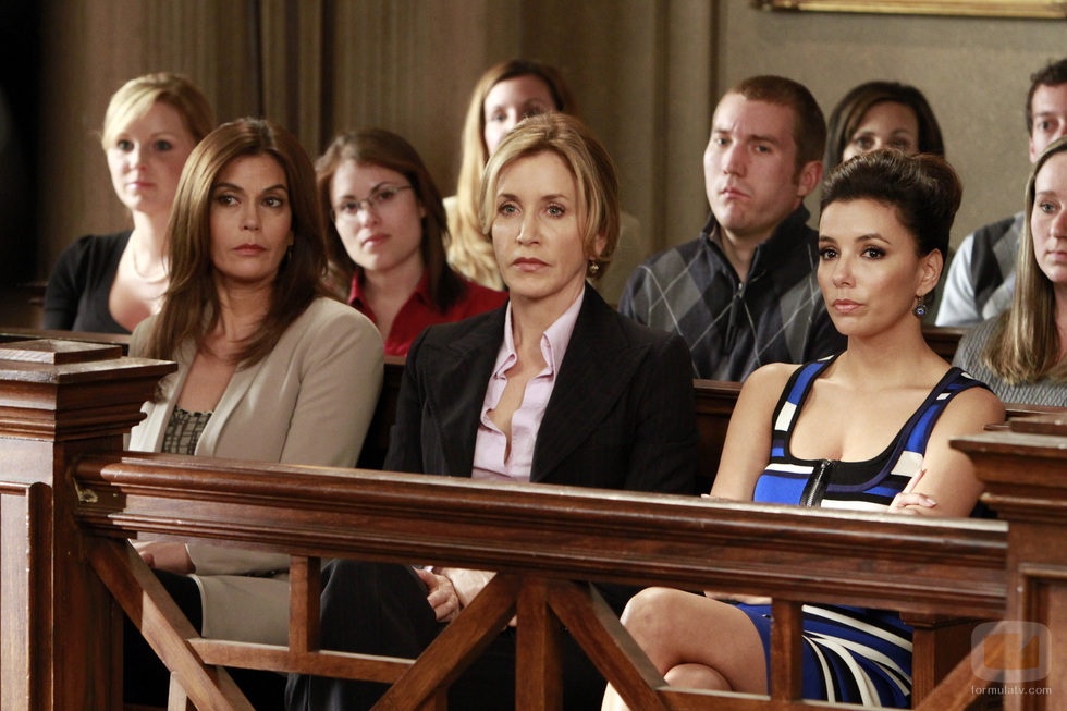 Susan, Lynette y Gaby en el juicio de Bree en el último episodio de 'Mujeres Desesperadas'
