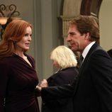 Bree aterrada junto a su abogado Trip Weston en el final de 'Mujeres Desesperadas'