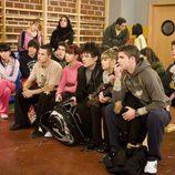 Actores de 'Física o Química' en el gimnasio del colegio