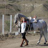 Marta Hazas, que da vida a Sara Reeves en 'Bandolera', con Capricho