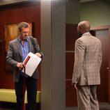 Hugh Laurie en una imagen del capítulo 8x21 de 'House'