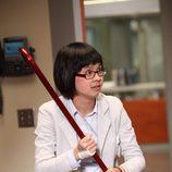 La Dra. Chi Park en una imagen del capítulo 8x21 de 'House'