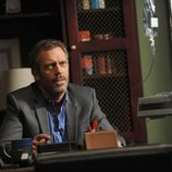 Hugh Laurie en una escena del capítulo 8x21 de 'House'