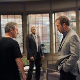 El actor Hugh Laurie en el capítulo 8x22 de 'House'