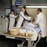 El Dr. Chris Taub, la Dra. Chi Park y la Dra. Jessica Adams en el capítulo 8x22