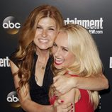 Connie Britton abraza a Hayden Panettiere en los Upfronts 2012 de ABC