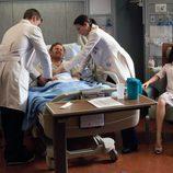 El equipo de House trata a un paciente