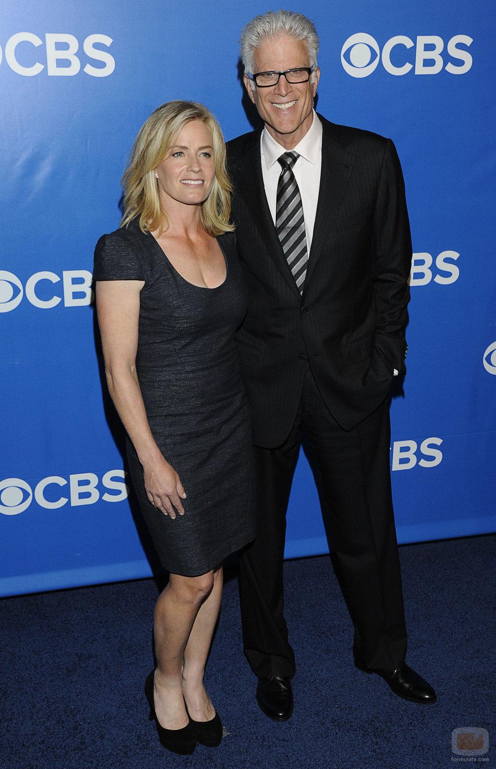 Elisabeth Shue y Ted Danson de 'CSI' en los Upfronts 2012 de CBS