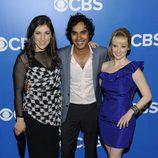Mayim Bialik, Kunal Nayyar y Melissa Rauch en los Upfronts 2012 de CBS