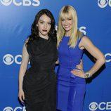 Beth Behrs y Kat Dennings de '2 Broke Girls' en los Upfronts 2012 de CBS