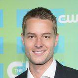 Justin Hartley de 'Emily Owens M.D.' en los Upfronts 2012 de The CW