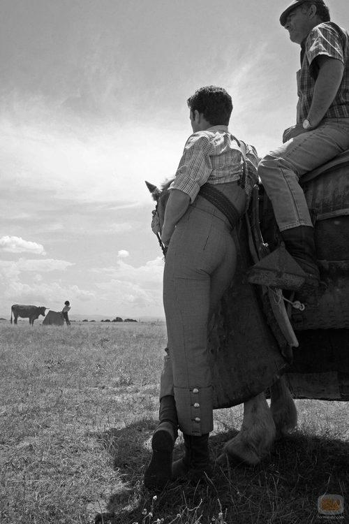 Imagen en blanco y negro de la serie sobre la fiesta del toro, 'Matadores'