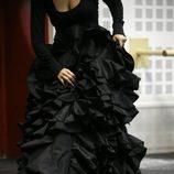 La falda de un vestido negro en la serie de Bio, 'Matadores'
