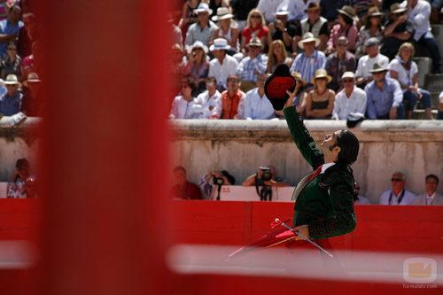 Javier Conde alza su montera en la plaza de toros