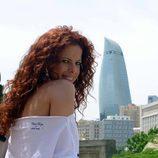 Pastora Soler ante las Flame Towers de Baku