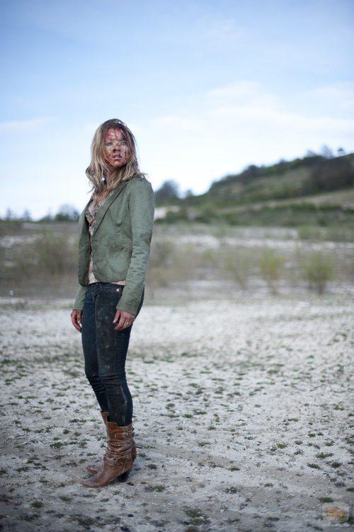 Natalie Dormer con el rostro ensangrentado en 'The Fades'
