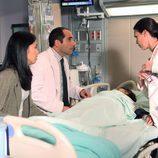 Jessica y Taub tratan a un paciente