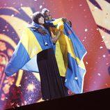 Loreen con la bandera de Suecia tras ganar Eurovisión 2012