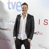 Roberto Enríquez en la premier de la segunda temporada de '14 de abril. La República' e 'Isabel'