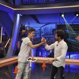 Justin Bieber y Pablo Motos chocan sus manos