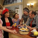 Los actores de 'Stamos okupa2' en una escena