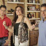 Álvaro y Luis Carlos, hermanos mellizos con su madre Paqui en '¿Quién quiere casarse con mi hijo?'
