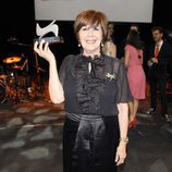 Concha Velasco enseña contenta su premio