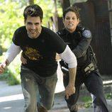 La agente Andy intenta detener a un sospechoso