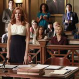 Bree se pone en pie durante el juicio