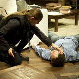 Sonia junto al cuerpo de Fernando en 'Luna, el misterio de Calenda'