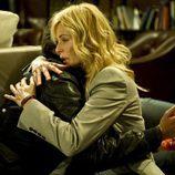 Sara abraza a Raúl en el último episodio de 'Luna, el misterio de Calenda'