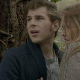 El viento se levanta en Calenda y sorprende a Leire y Joel