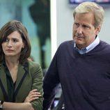 Jeff Daniels y Emily Mortimer juntos en 'The Newsroom'