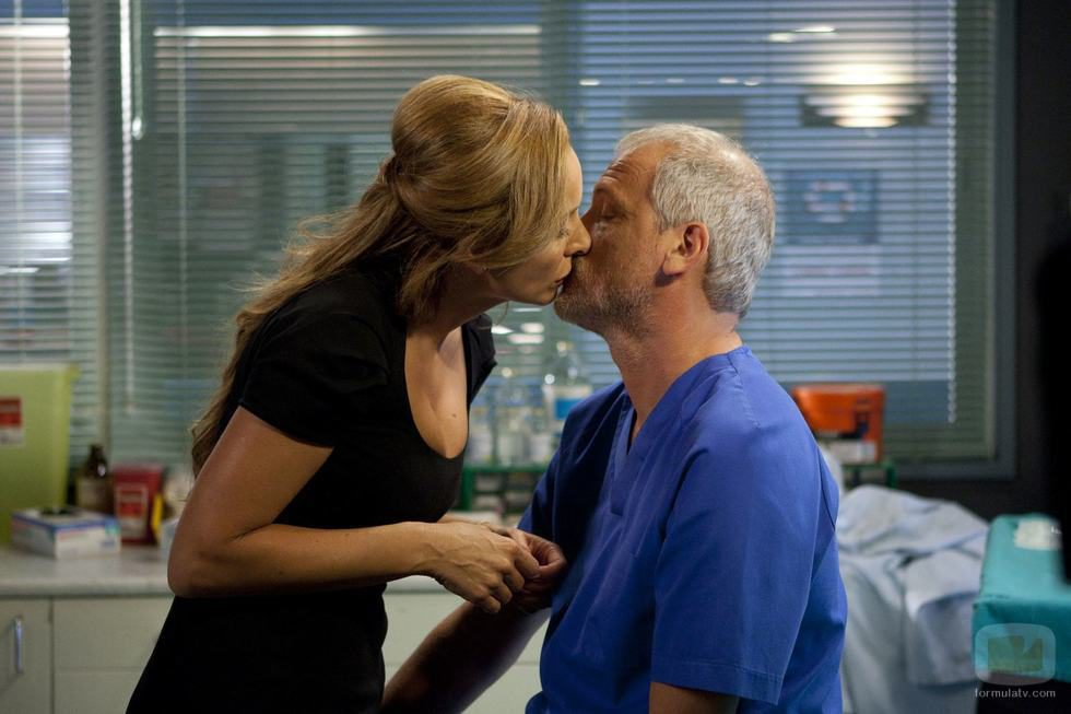 Vilches y Manuela se besan en 'Hospital Central'