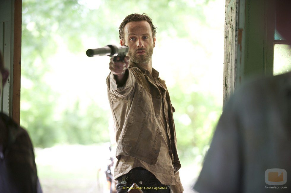 Andrew Lincoln seguirá cazando zombies en 'The Walking Dead'