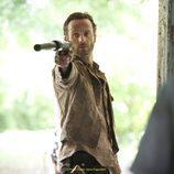 Andrew Lincoln seguirá cazando zombies en 'The Walking Dead'