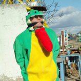 Carlos Santos disfrazado de lagarto
