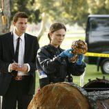 """Booth y Brenan examinan huesos en """"El chico de la cápsula del tiempo"""""""