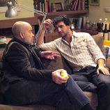 Fran Perea habla con Antonio Resines en 'Los Serrano'