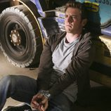 """Bret Harrison en el capítulo """"Amor, balas y asfalto"""" de la serie 'Reaper'."""
