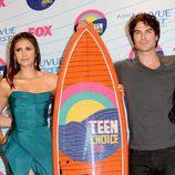 Nina Dobrev e Ian Somerhalder recogen el Teen Choice Award a la mejor serie de fantasía